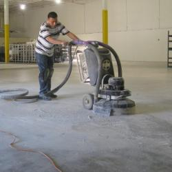 Plaatsen van gepolierde betonvloer: voor- en nadelen van beton poliervloeren