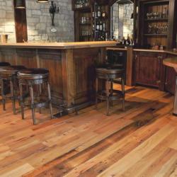 Kiezen voor een vloer van verouderd hout